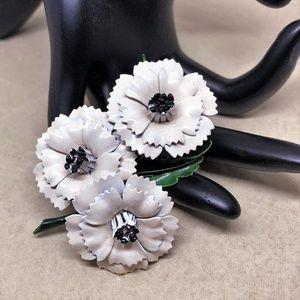 Vtg White Enamel 3 Dimension Carnation Bouquet Pin